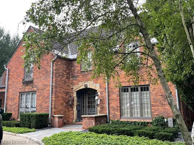 12 Oakland Park Blvd, Pleasant Ridge, MI 48069 (MLS #2210059406) :: The BRAND Real Estate