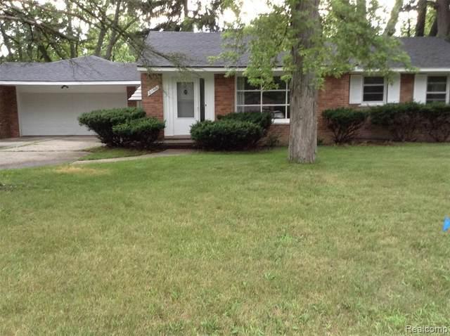 21101 Greenview Rd, Southfield, MI 48075 (MLS #2210059424) :: The BRAND Real Estate
