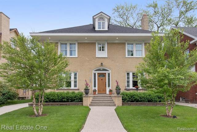 1197 Longfellow St, Detroit, MI 48202 (MLS #2210059413) :: The BRAND Real Estate
