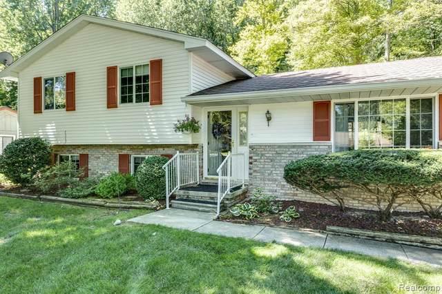 3623 W Surrey Lane, Fort Gratiot, MI 48059 (MLS #2210059423) :: The BRAND Real Estate