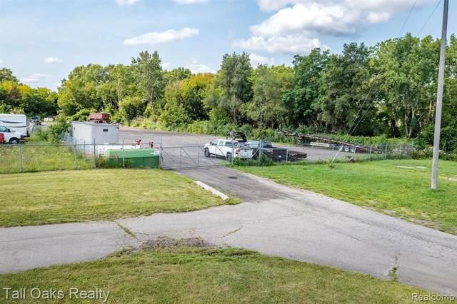 2180 E Hemphill Rd, Burton, MI 48529 (MLS #2210059451) :: Kelder Real Estate Group
