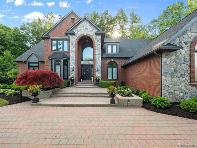3652 Walnut Brook Dr, Rochester Hills, MI 48309 (MLS #2210059848) :: Kelder Real Estate Group