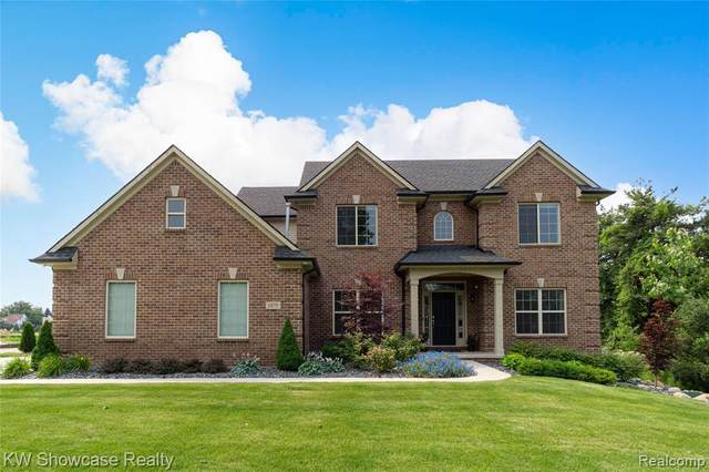 1875 Loon Lake Rd, Walled Lake, MI 48390 (MLS #2210052692) :: Kelder Real Estate Group