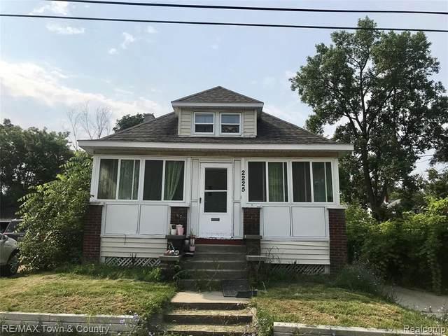2225 Corunna Rd, Flint, MI 48503 (MLS #2210060378) :: Kelder Real Estate Group
