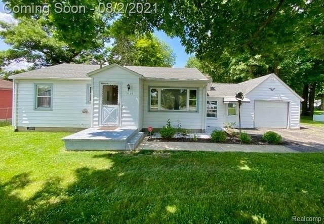 3123 N Center Rd, Flint, MI 48506 (MLS #2210057486) :: Kelder Real Estate Group