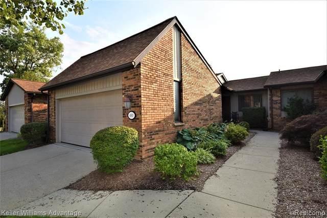 4585 Laurel Club Cir, West Bloomfield, MI 48323 (MLS #2210059319) :: Kelder Real Estate Group