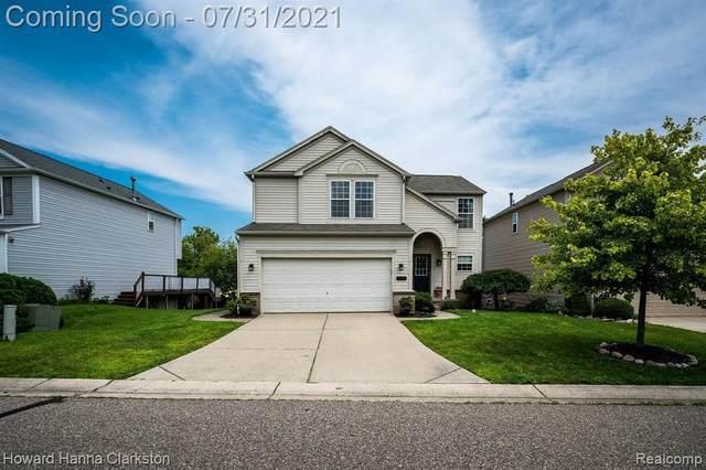 10101 Edgewater Trl, Holly, MI 48442 (MLS #2210060399) :: Kelder Real Estate Group