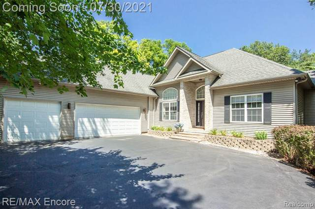 12750 Ridge Hollow Crt, Davisburg, MI 48350 (MLS #2210058234) :: Kelder Real Estate Group