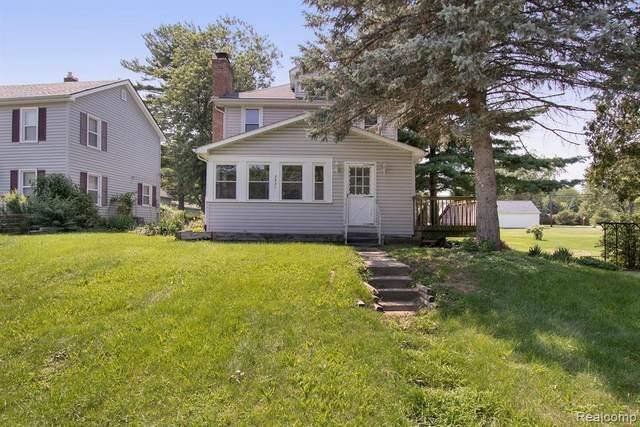 3621 Saint Marys St, Auburn Hills, MI 48326 (MLS #2210059972) :: Kelder Real Estate Group