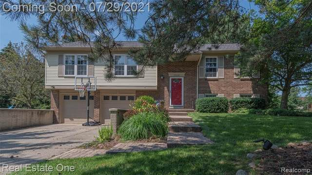 35022 Savannah Ln, Farmington Hills, MI 48331 (MLS #2210058738) :: Kelder Real Estate Group