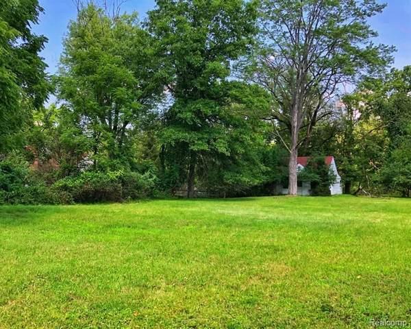 24882 Edgemont Dr, Southfield, MI 48033 (MLS #2210060983) :: Kelder Real Estate Group