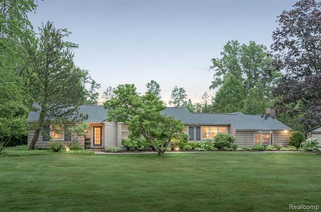 7445 Parkstone Ln, Bloomfield Hills, MI 48301 (MLS #2210061491) :: Kelder Real Estate Group