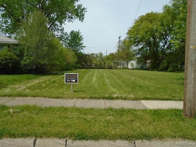 25133 Pinehurst, Roseville, MI 48066 (MLS #2210061463) :: The BRAND Real Estate
