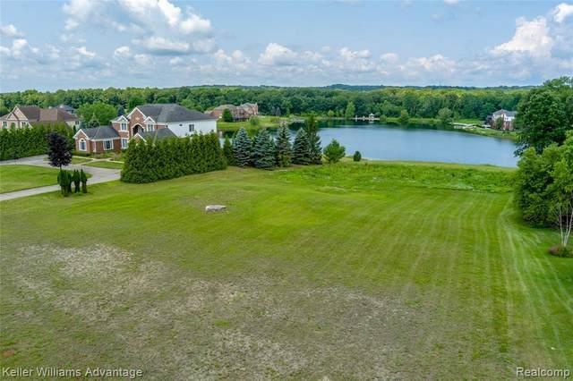3774 N Shoreline Drive, Milford, MI 48381 (MLS #2210063018) :: The BRAND Real Estate