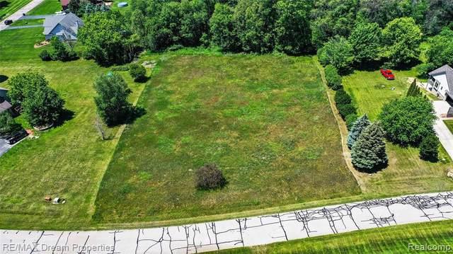 6051 Hickory Meadows Dr, White Lake, MI 48383 (MLS #2210065178) :: The BRAND Real Estate