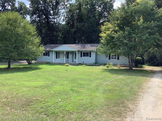 638 Foxfire Dr, Howell, MI 48843 (MLS #2210061913) :: The BRAND Real Estate
