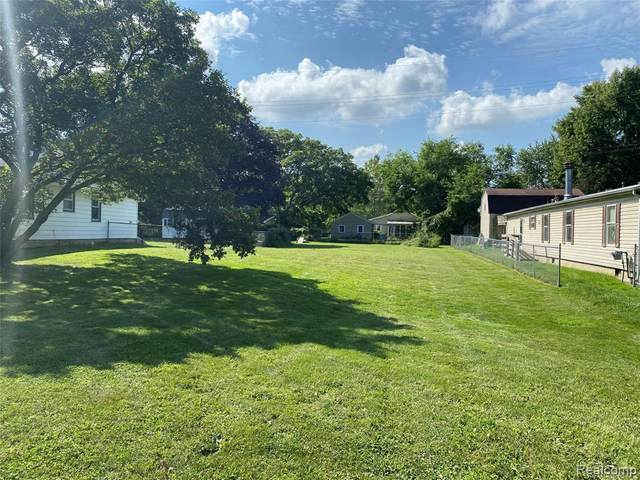 775 Alberta St, Auburn Hills, MI 48326 (MLS #2210069279) :: The BRAND Real Estate