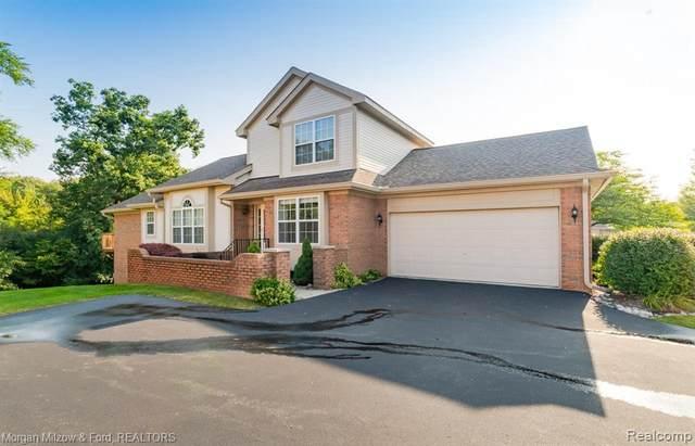 10349 Golfside Dr, Grand Blanc, MI 48439 (MLS #2210069441) :: The BRAND Real Estate