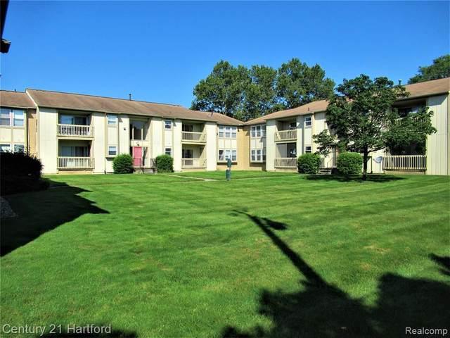 27820 Berrywood Ln Unit#3, Farmington Hills, MI 48334 (MLS #2210069459) :: The BRAND Real Estate