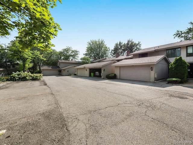 7354 Creek View Cir, West Bloomfield, MI 48322 (MLS #2210069354) :: The BRAND Real Estate