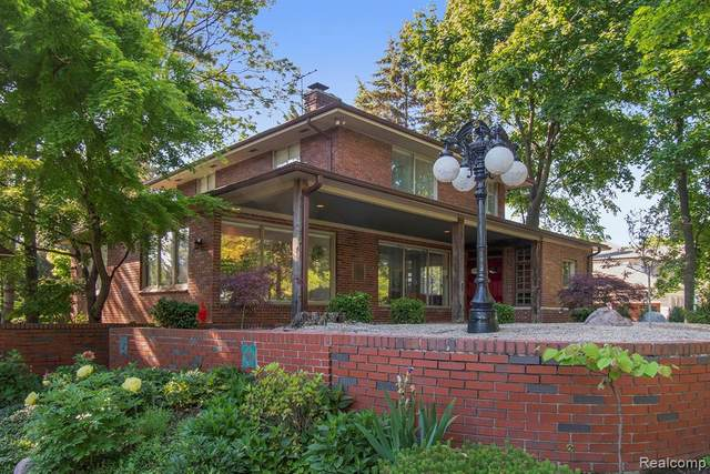 917 Lake Shore Rd, Grosse Pointe Shores, MI 48236 (MLS #2210070006) :: Kelder Real Estate Group