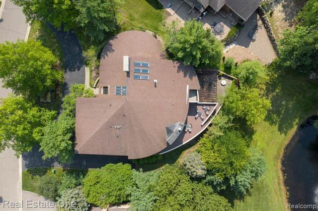 4569 Kiftsgate Bnd, Bloomfield Hills, MI 48302 (MLS #2210070426) :: Kelder Real Estate Group
