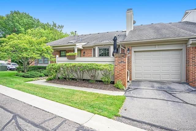 7396 Barrington Unit#67-Bldg#84, West Bloomfield, MI 48322 (MLS #2210069467) :: The BRAND Real Estate