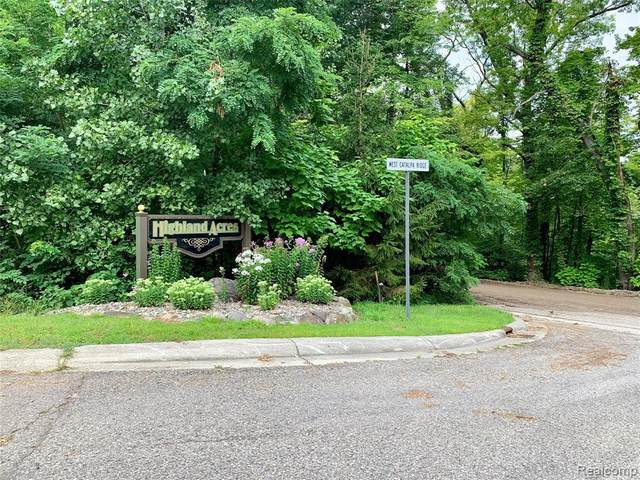 16233 Catalpa Ridge Dr, Holly, MI 48442 (MLS #2210072492) :: The BRAND Real Estate