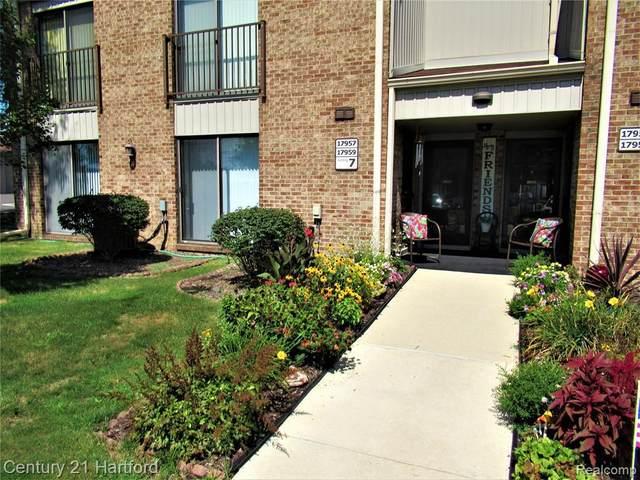17959 University Park Dr Unit#84-Bldg#7, Livonia, MI 48152 (MLS #2210072646) :: The BRAND Real Estate