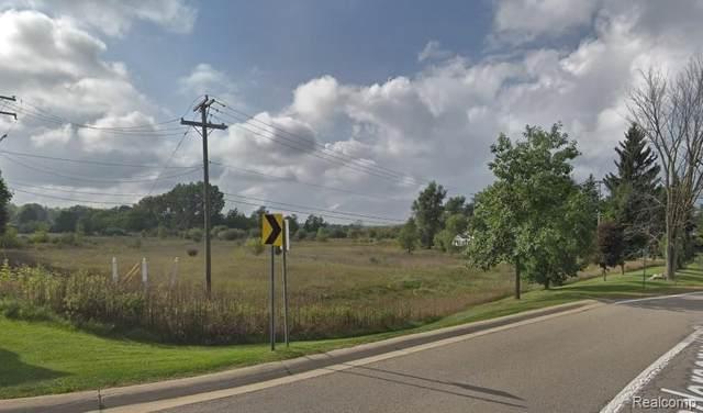 12750 Fountain Square, Davisburg, MI 48350 (MLS #2210073906) :: Kelder Real Estate Group