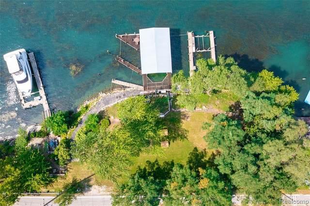21478 W River, Grosse Ile, MI 48138 (MLS #2210074046) :: The BRAND Real Estate