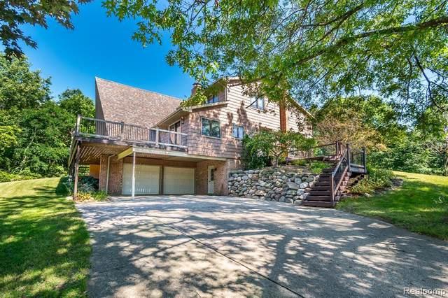 16121 Catalpa Ridge Dr, Holly, MI 48442 (MLS #2210074434) :: The BRAND Real Estate