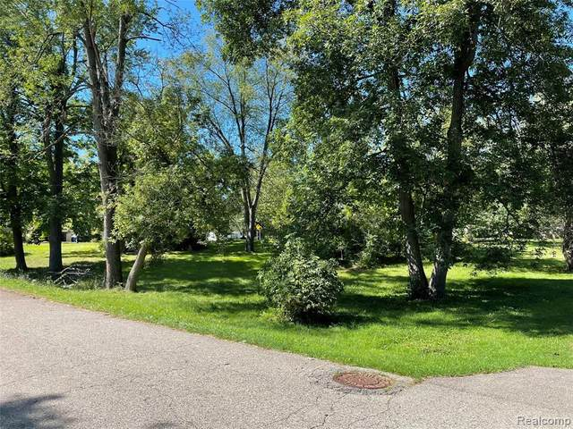 0000 Barnard Rd., Waterford, MI 48329 (MLS #2210074510) :: The BRAND Real Estate