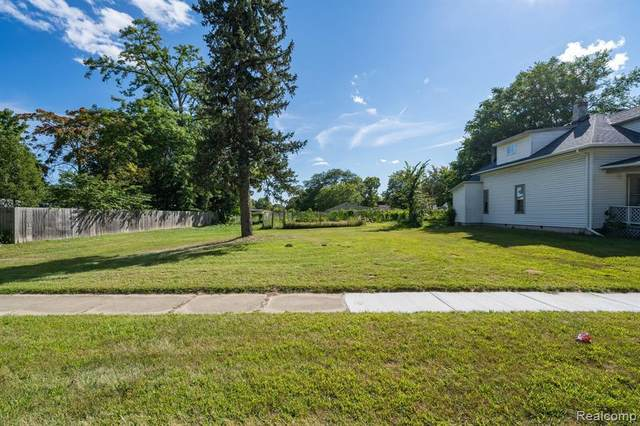 95 Inches St, Mount Clemens, MI 48043 (MLS #2210075231) :: The BRAND Real Estate