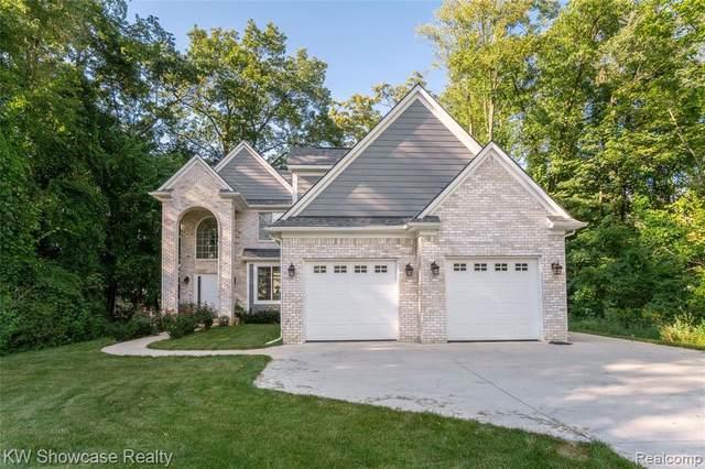 8330 Cooley Lake Rd, Update, MI 48382 (MLS #2210072279) :: Kelder Real Estate Group