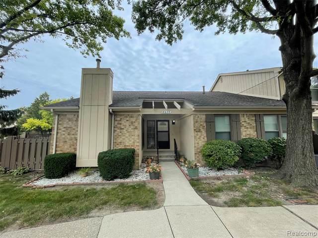 8670 Edgewater Lane, Warren, MI 48093 (MLS #2210075352) :: The BRAND Real Estate