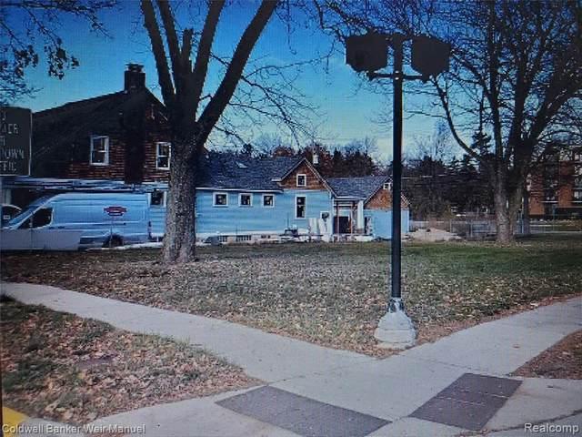 404 Park St, Birmingham, MI 48009 (MLS #2210077608) :: The BRAND Real Estate
