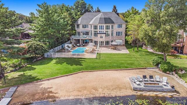 2976 Vero Dr, Highland, MI 48356 (MLS #2210076927) :: The BRAND Real Estate