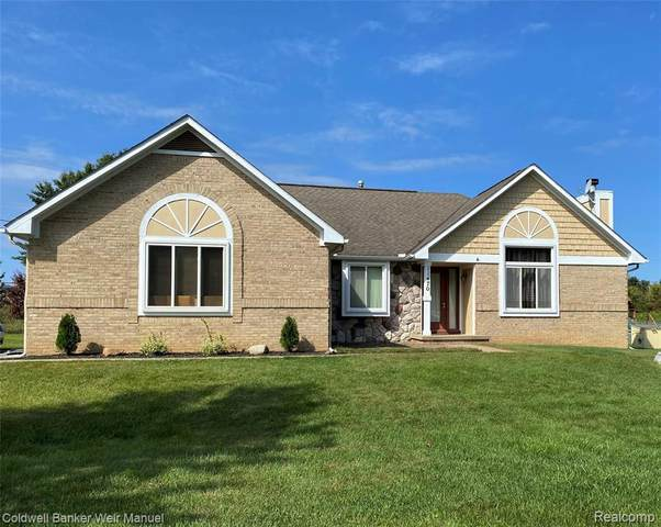 11470 Lakehaven Dr, White Lake, MI 48386 (MLS #2210075519) :: The BRAND Real Estate