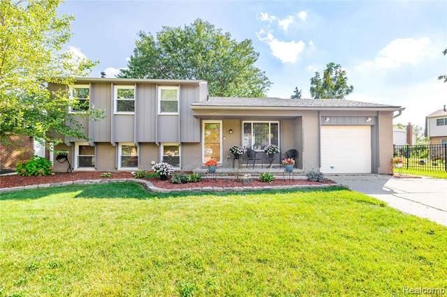 42543 Castle Crt, Canton, MI 48188 (MLS #2210078180) :: The BRAND Real Estate