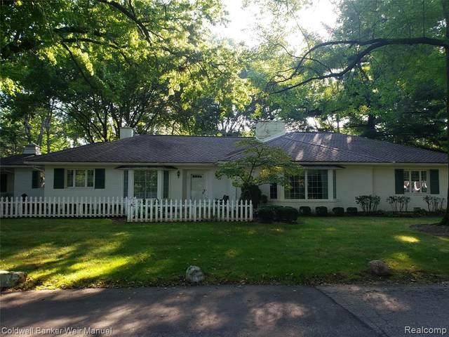 6175 E Surrey Rd, Bloomfield Hills, MI 48301 (MLS #2210078659) :: The BRAND Real Estate