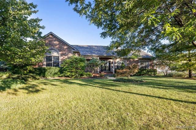 17651 Meridian Rd, Grosse Ile, MI 48138 (MLS #2210077824) :: The BRAND Real Estate