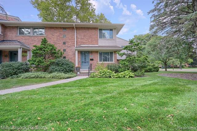 1085 Wimbleton Dr, Birmingham, MI 48009 (MLS #2210078564) :: The BRAND Real Estate