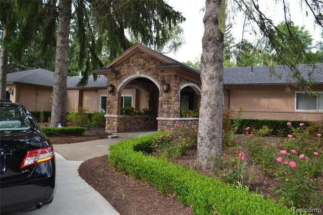 4890 Ballantrae Rd, Bloomfield Hills, MI 48301 (MLS #2210078881) :: The BRAND Real Estate