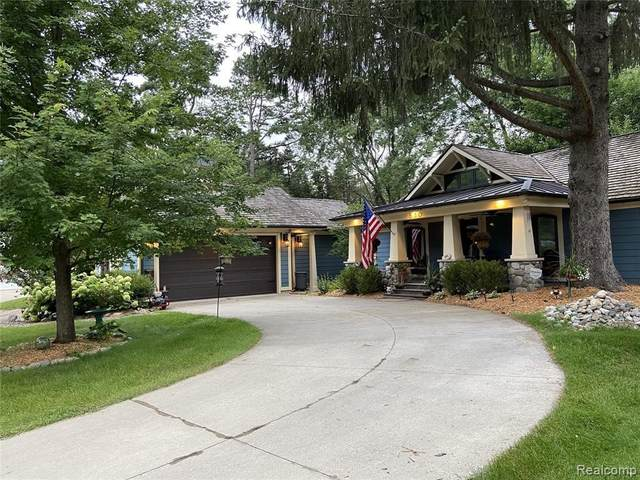 530 Benson Ave, Milford, MI 48381 (MLS #2210078971) :: The BRAND Real Estate
