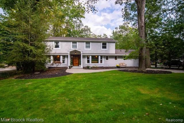 30070 Cheviot Hills Crt, Franklin, MI 48025 (MLS #2210078920) :: The BRAND Real Estate