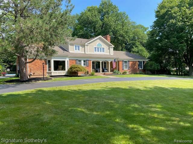465 N Evansdale Dr, Bloomfield Hills, MI 48304 (MLS #2210079048) :: The BRAND Real Estate