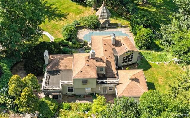 6160 W Surrey Rd, Bloomfield Hills, MI 48301 (MLS #2210079125) :: The BRAND Real Estate