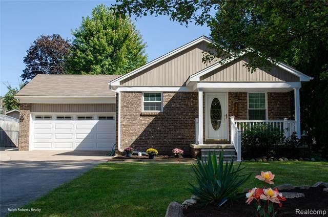 1954 Saint Clair Blvd, Algonac, MI 48001 (MLS #2210078329) :: The BRAND Real Estate