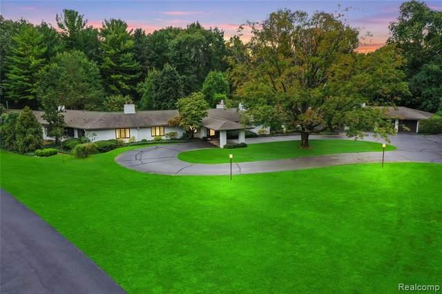 30285 Woodside Crt, Franklin, MI 48025 (MLS #2210079021) :: The BRAND Real Estate